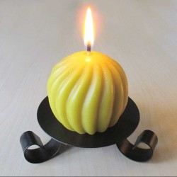 Beeswax candle twisted round shape