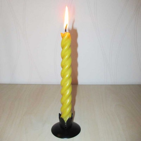 Spiral shaped beeswax candle